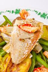 Gebratene Dorade mit Meeresfrüchte und Grüne Bohnen