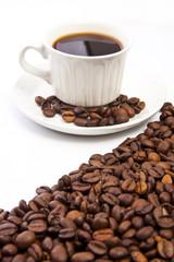 taza de café con granos tostados