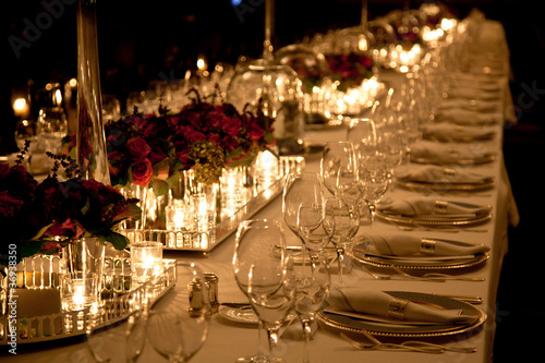 Fotobehang Boord Elegant candlelight dinner table setting at reception