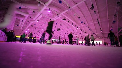 Many people are skating