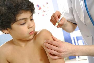 Vaccin sur un enfant