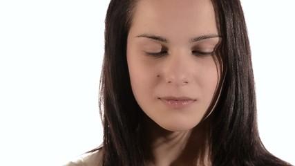 ragazza triste non sa se ridere o piangere