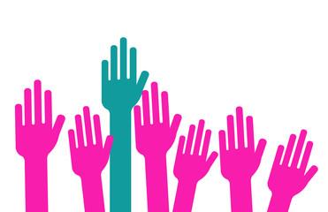homme qui lève la main dans un groupe de femmes