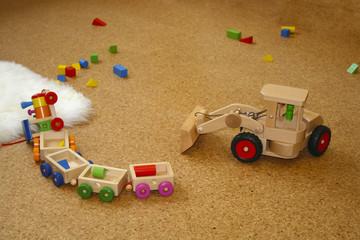 Spielzeug liegt auf dem Boden
