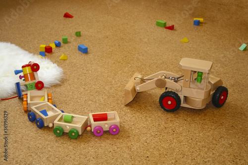 Spielzeug liegt auf dem Boden - 36996329
