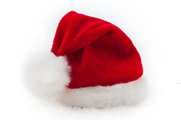 Nikolausmütze im Schnee freigestellt