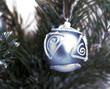 gros plan sur une boule de Noël