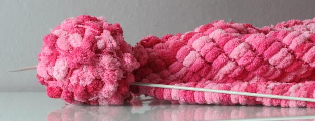 Gomitolo di lana pon pon e ferri