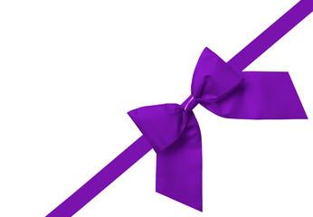 Violettes Schmuckband isoliert auf weiß