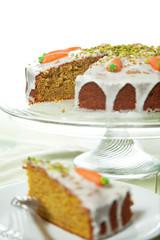 Karottenkuchen mit Orangenzuckerglasur