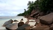 roches granitiques roses des plages sauvages des seychelles
