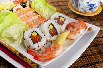sushi sfondo legno