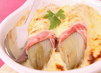 Baked chicory with ham