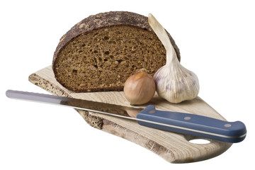 brown bread on shelf with onion and garlic