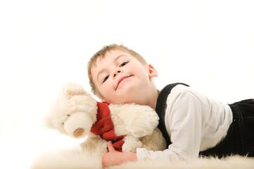 Мальчик с плюшевым мишкой