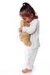 adorable petite fille fait des bisous a son ours en peluche