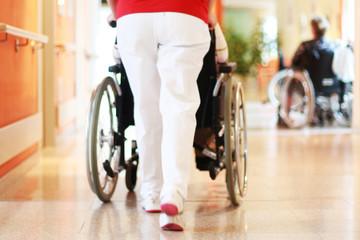 Rollstuhl im Pflegeheim