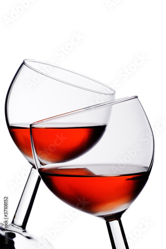 Zwei Weingläser mit Rosé