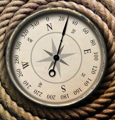 Alter Kompass auf Tampen