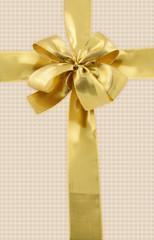 noeud doré emballage cadeau, fond papier fibreux