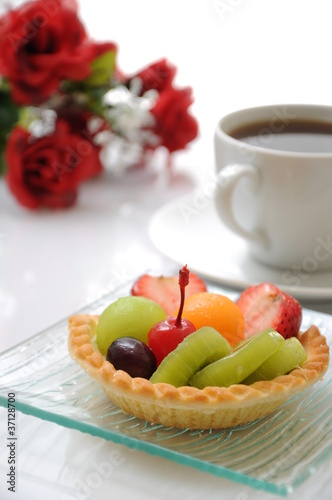 Fruit tart with coffee