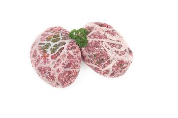 crépinettes fourrée de viande hachée sur fond blanc