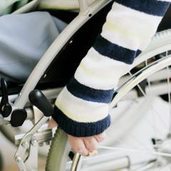 Hand am Rollstuhl