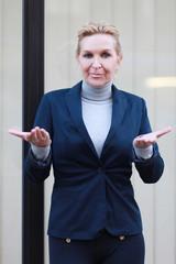 ratlose Geschäftsfrau