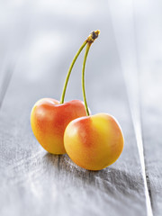 Cerises blanches