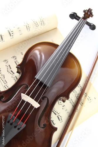 Staande foto Muziekwinkel Violin and music sheet