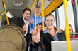 Fahrgäste in einem Bus