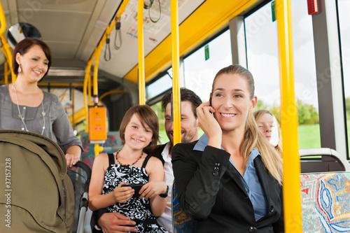 Leinwanddruck Bild Fahrgäste in einem Bus