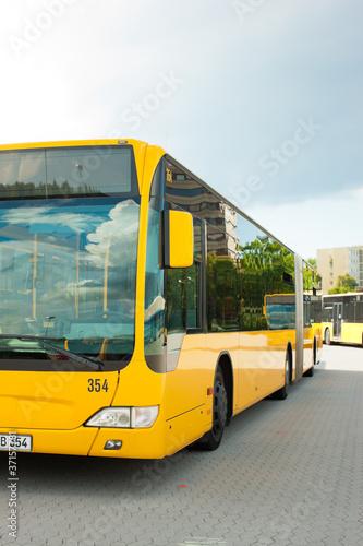 Leinwanddruck Bild Bus auf dem Bushof