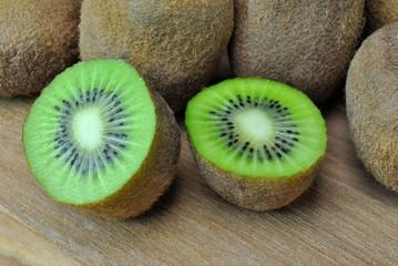Kiwi spaccato in due