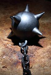 Bola de hierro con pinchos