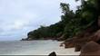 plage et roches granitiques côtes des seychelles