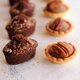 tartelettes aux noix et gâteaux au chocolat