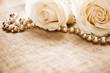 Leinwandbild Motiv White roses and pearls