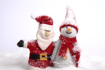 Weihnachtsmann und Schneemann Arm in Arm