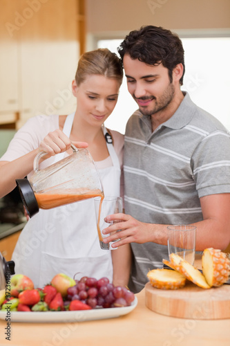Portrait of a couple drinking fruits juice