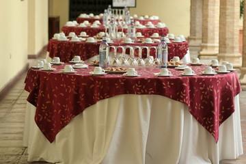 catering: banchetto apparecchiato per il coffee break