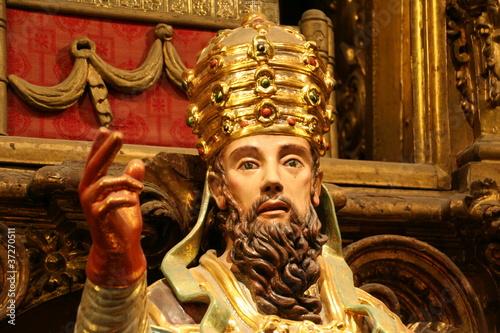 statua di Papa che benedice