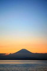 江の島から見る富士山