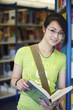Schülerin, Bibliothek, Buch lesen 3