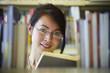 Schülerin, Bibliothek, Buch lesen 4