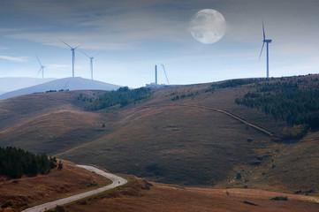 eolico con luna piena