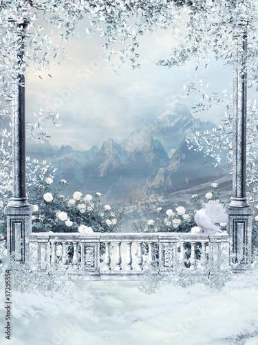 Zimowy balkon z bluszczem i różami