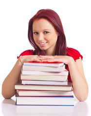 Mädchen hinter Bücherstapel
