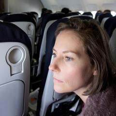 femme dans l'avion