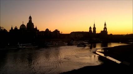 Abendstimmung am Elbpanorama der Dresdener Altstadt